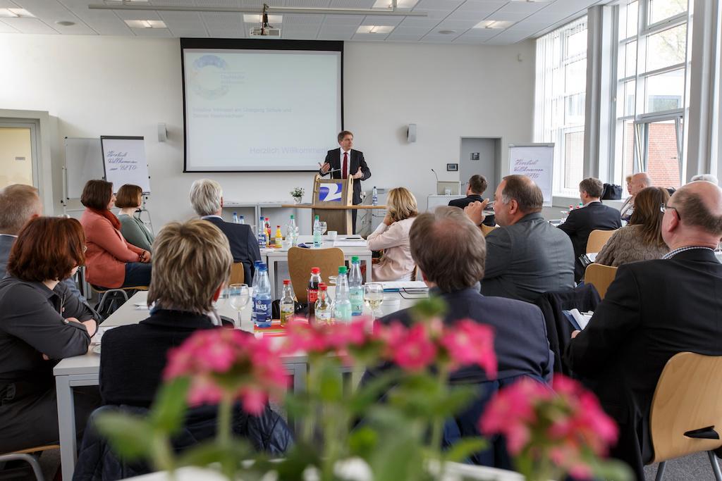 Grußwort von Jürgen Krogmann, Oberbürgermeister der Stadt Oldenburg, an die Teilnehmerinnen und Teilnehmer der Tagung Foto: Andreas Burmann